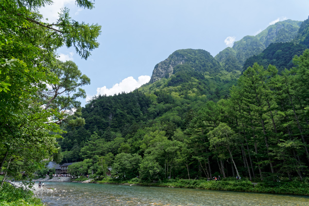 Roppyakusan and Azusa river from the path leading to the Kappa bridge