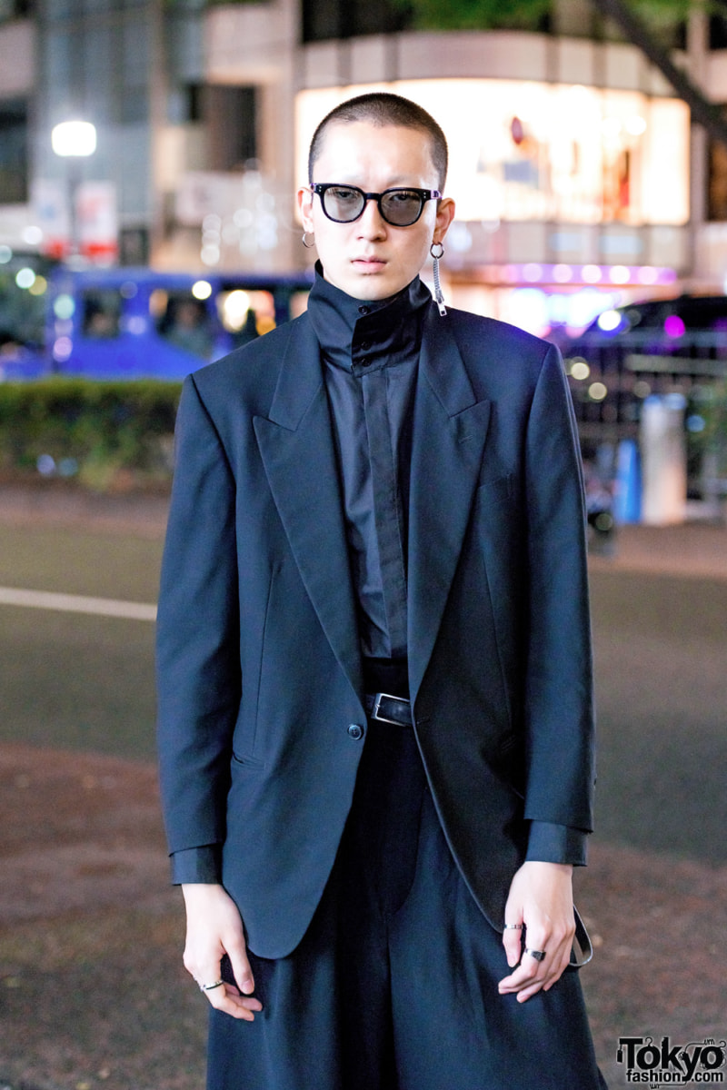 All black minimalist Japanese street fashion